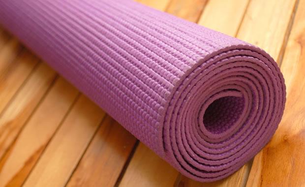 een goede fitnessmat of yogamat kopen - trainerz magazine